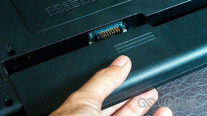 Визуальная проверка батареи и контактов