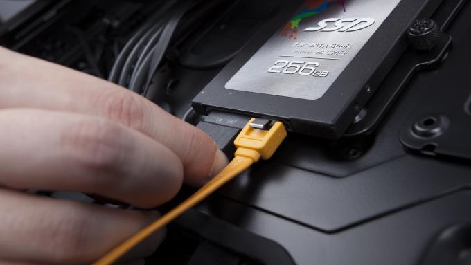 Проверка разъема и шлейфов SSD-диска