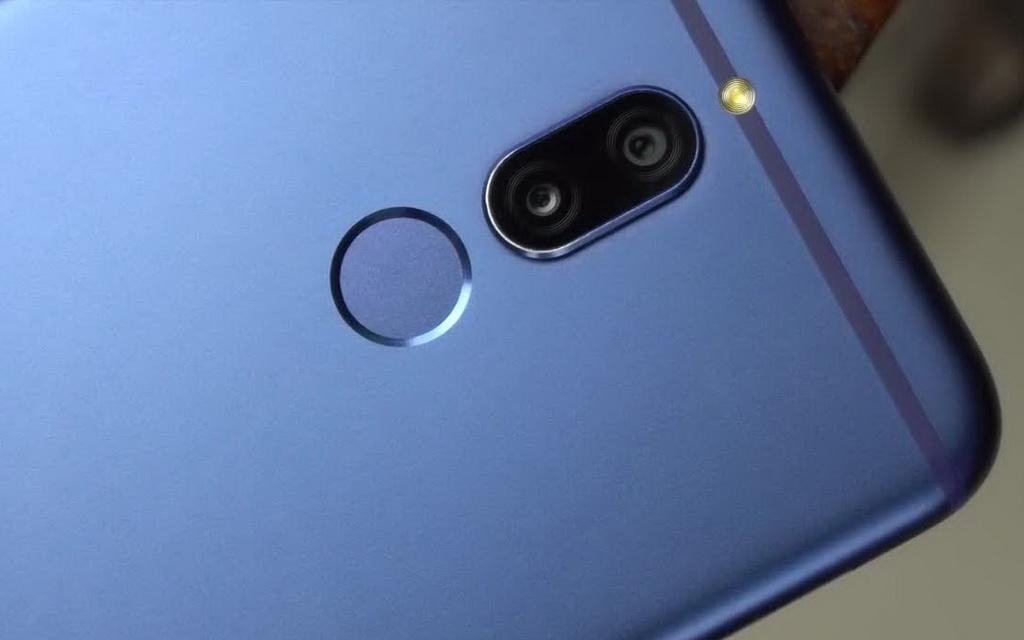 Двойная камера и сканер отпечатков пальцев на задней крышке