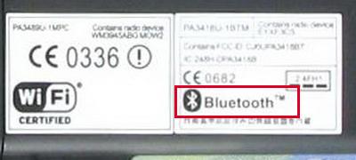 Стикер с логотипом Bluetooth на корпусе ноутбука