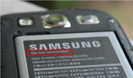 Символика Near Field Communication на аккумуляторе устройства Samsung