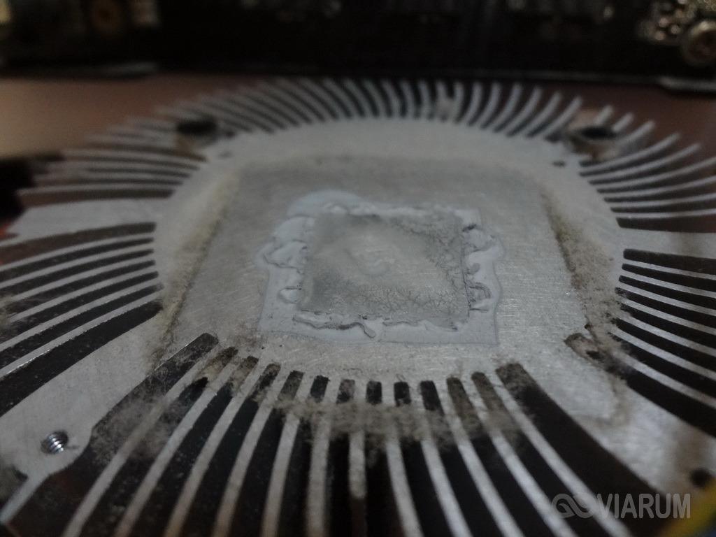 Остатки термопасты на радиаторе